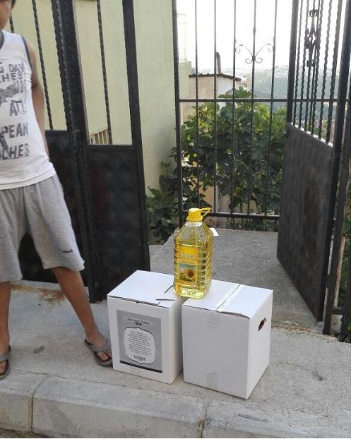 Öze Dönüş İzmir'de yardıma muhtaç ailelere gıda yardımında bulundu. 2