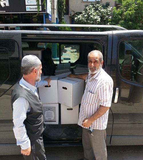 Öze Dönüş İzmir'de yardıma muhtaç ailelere gıda yardımında bulundu. 3