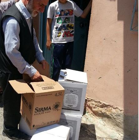 Öze Dönüş İzmir'de yardıma muhtaç ailelere gıda yardımında bulundu. 4