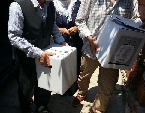 Öze Dönüş İzmir'de yardıma muhtaç ailelere gıda yardımında bulundu. 5