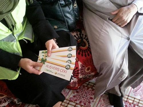 Mina Kadın Der'den Van ilinde bulunan muhtaç ailelere yardım çeki 2