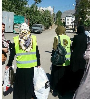 Mina Kadın Der'den Van ilinde bulunan muhtaç ailelere yardım çeki 6