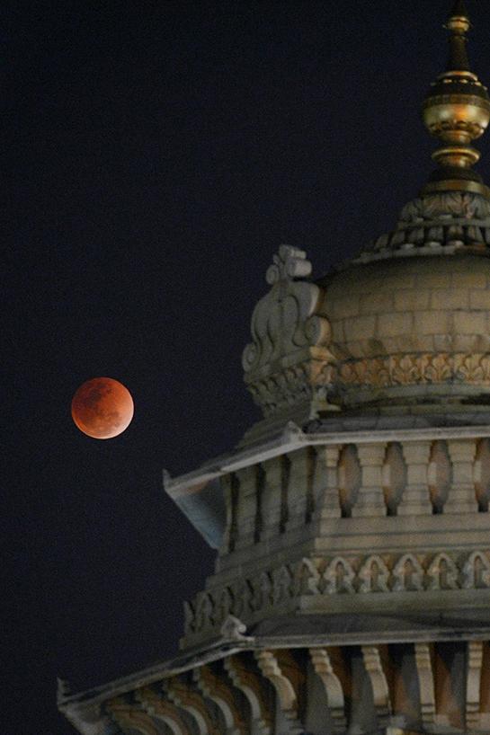 Süper Kanlı Mavi Ay'dan muhteşem görüntüler 16