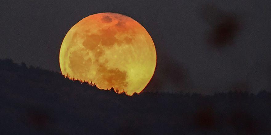 Süper Kanlı Mavi Ay'dan muhteşem görüntüler
