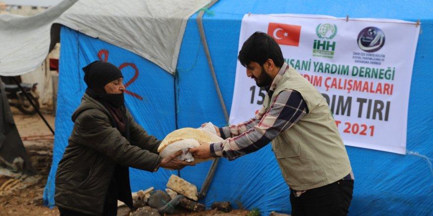 ÖZE DÖNÜŞ'ten Mültecilere Yardım