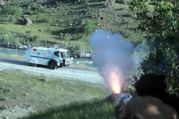Çatak'ta yol kontrolüne asker ve polisten müdahale 3