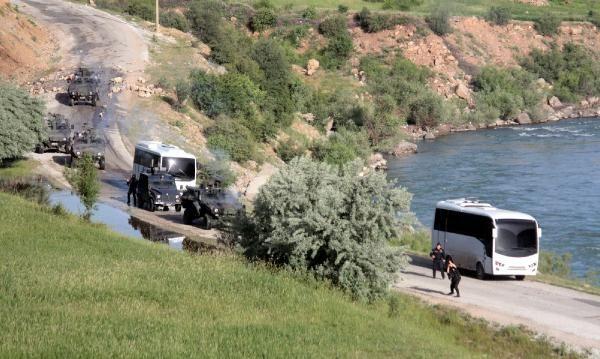 Çatak'ta yol kontrolüne asker ve polisten müdahale 6