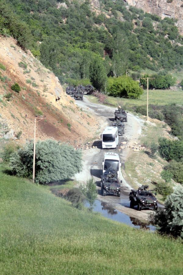 Çatak'ta yol kontrolüne asker ve polisten müdahale 9