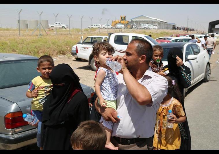 Binlerce kişi Musul'u terk ediyor 11