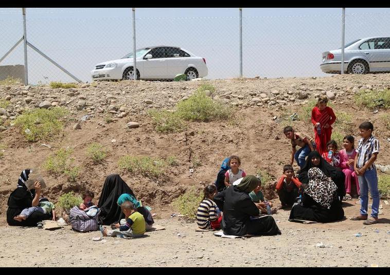 Binlerce kişi Musul'u terk ediyor 13