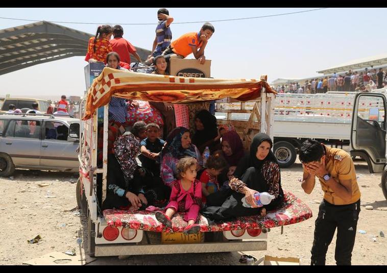 Binlerce kişi Musul'u terk ediyor 15