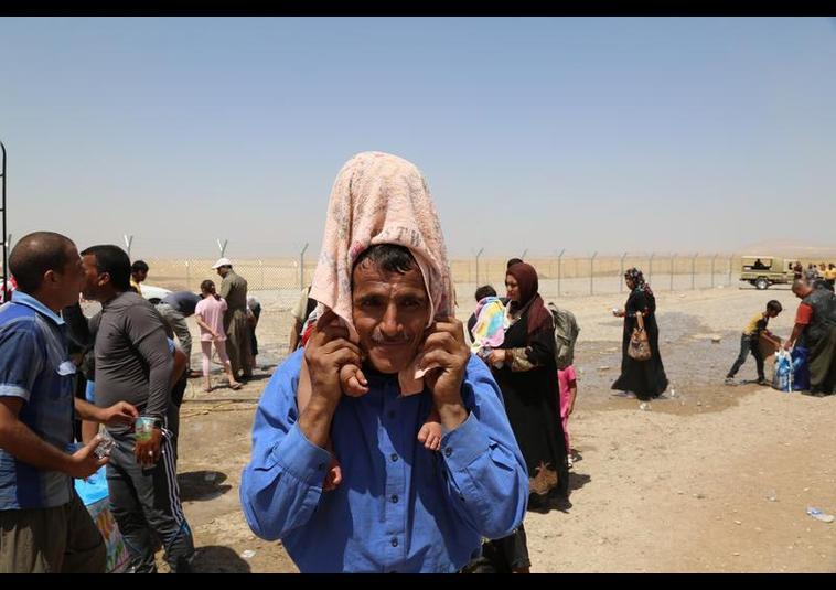 Binlerce kişi Musul'u terk ediyor 18