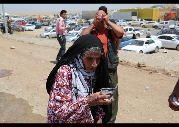 Binlerce kişi Musul'u terk ediyor 19