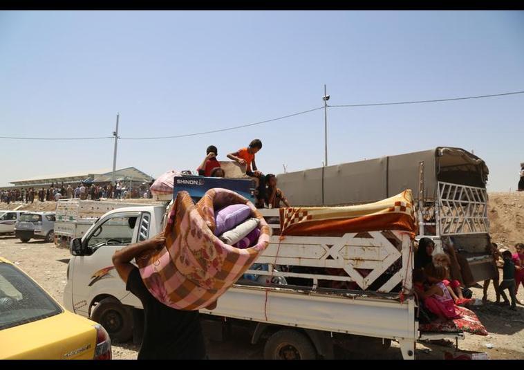 Binlerce kişi Musul'u terk ediyor 5