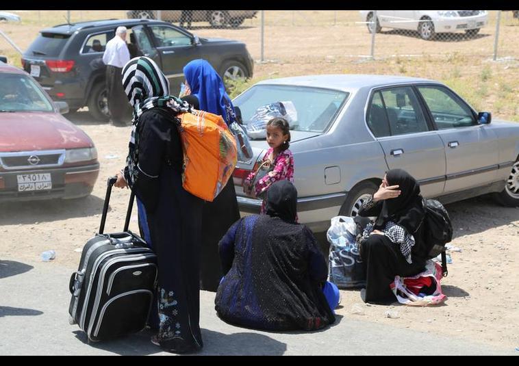 Binlerce kişi Musul'u terk ediyor 7
