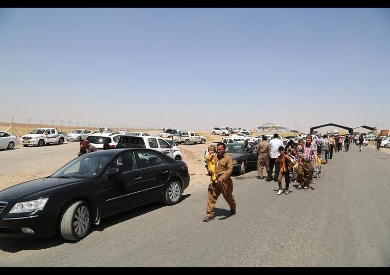Binlerce kişi Musul'u terk ediyor 8