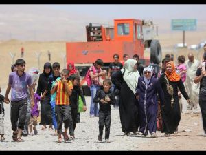 Binlerce kişi Musul'u terk ediyor