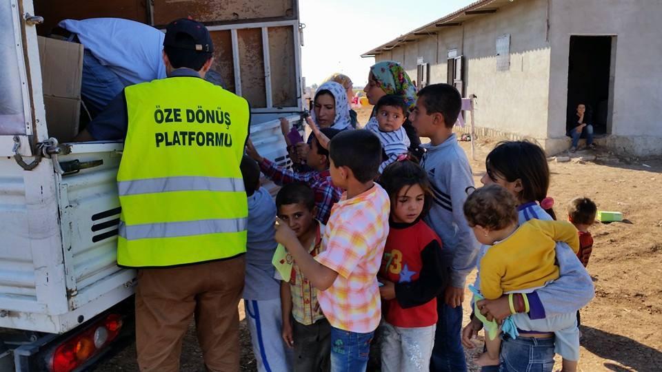 Öze Dönüş Platformu'nun Kobanili Muhacirlere Yardım Çalışması 9