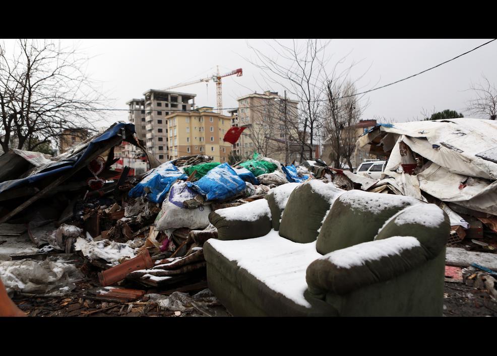Kış ortasında yıkılan Romanlar 10