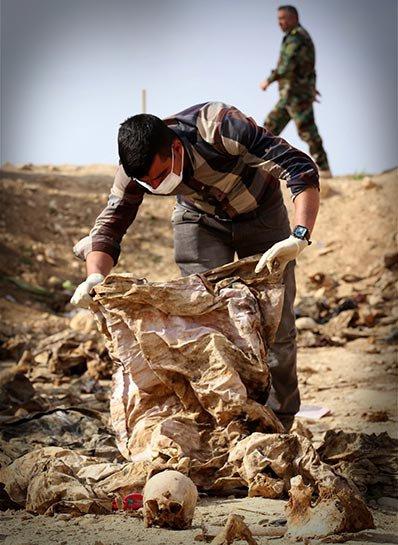 Şengal'de bulunan Ezidi Kürtler'e ait toplu mezarlar... 17