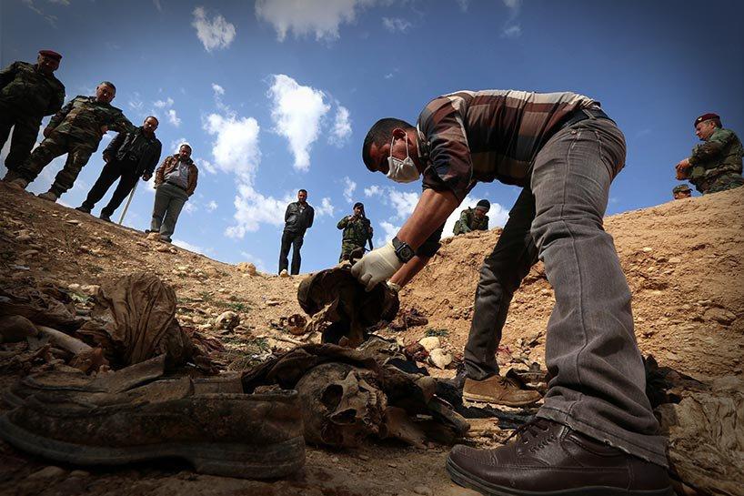Şengal'de bulunan Ezidi Kürtler'e ait toplu mezarlar... 7