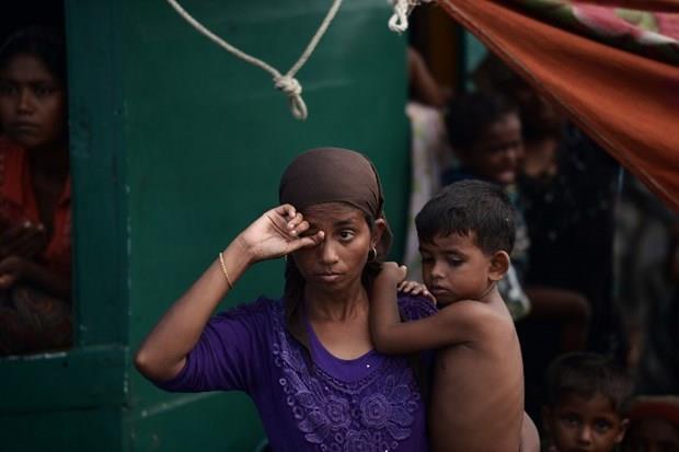 Arakanlı Müslümanlar günlerdir bir gemide aç ve susuz 10
