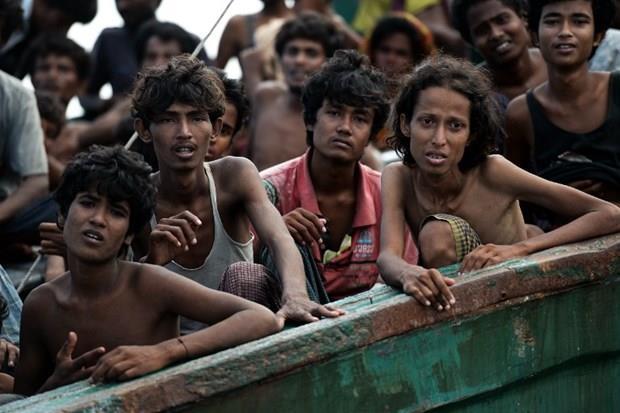 Arakanlı Müslümanlar günlerdir bir gemide aç ve susuz 16