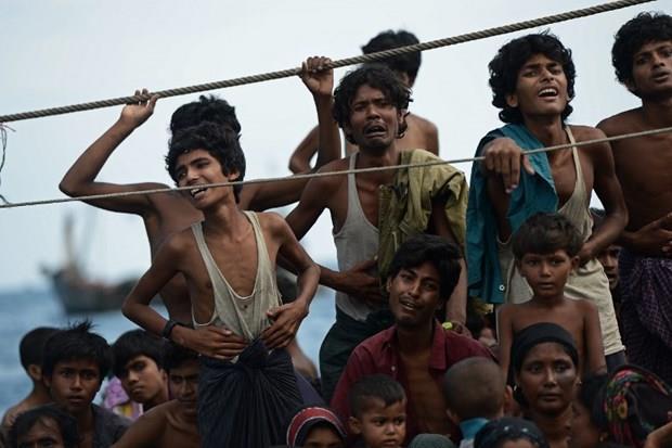 Arakanlı Müslümanlar günlerdir bir gemide aç ve susuz 19