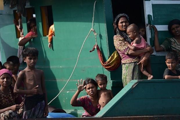 Arakanlı Müslümanlar günlerdir bir gemide aç ve susuz 23