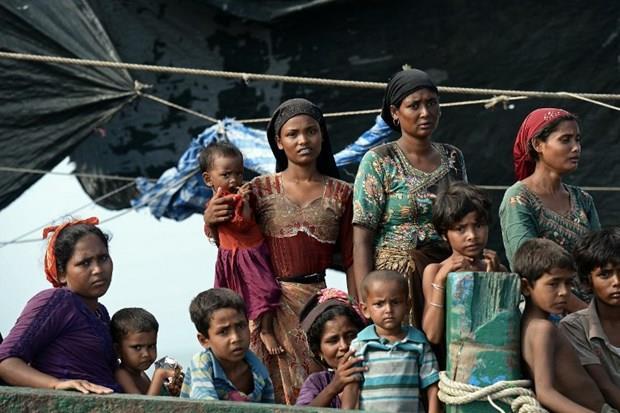 Arakanlı Müslümanlar günlerdir bir gemide aç ve susuz 24