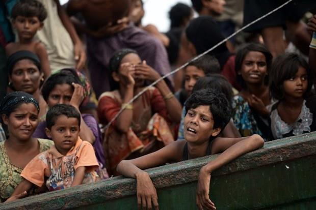 Arakanlı Müslümanlar günlerdir bir gemide aç ve susuz 25