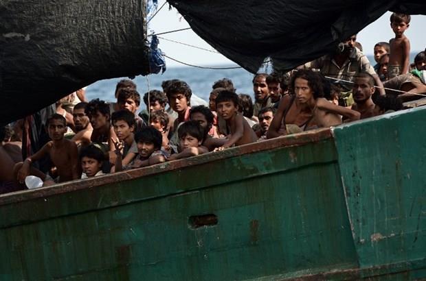 Arakanlı Müslümanlar günlerdir bir gemide aç ve susuz 28