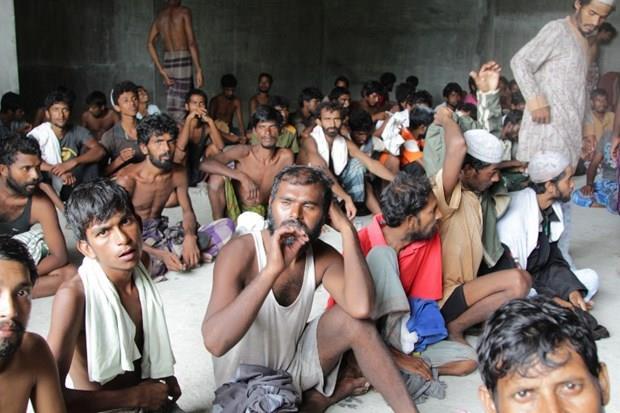 Arakanlı Müslümanlar günlerdir bir gemide aç ve susuz 29
