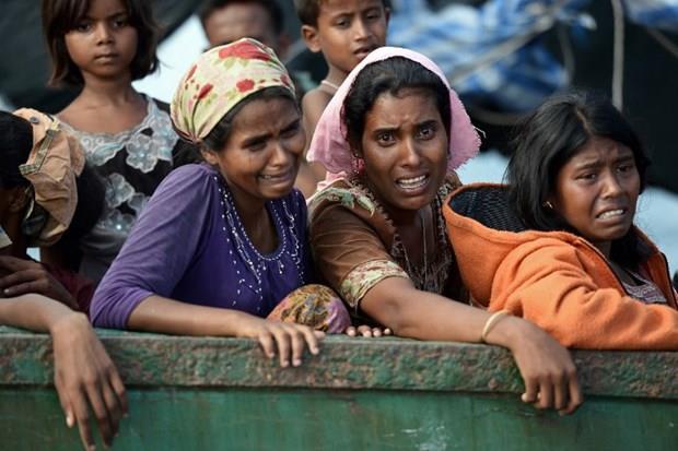 Arakanlı Müslümanlar günlerdir bir gemide aç ve susuz 3