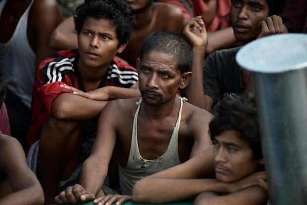 Arakanlı Müslümanlar günlerdir bir gemide aç ve susuz 31