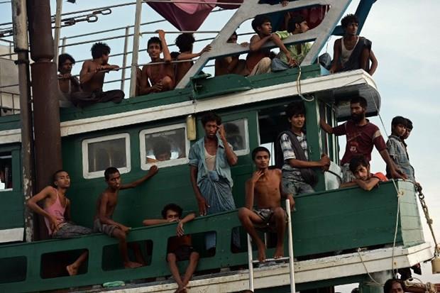 Arakanlı Müslümanlar günlerdir bir gemide aç ve susuz 5