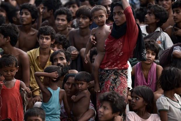 Arakanlı Müslümanlar günlerdir bir gemide aç ve susuz 6