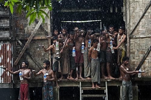 Arakanlı Müslümanlar yağmur suyuna muhtaç 11