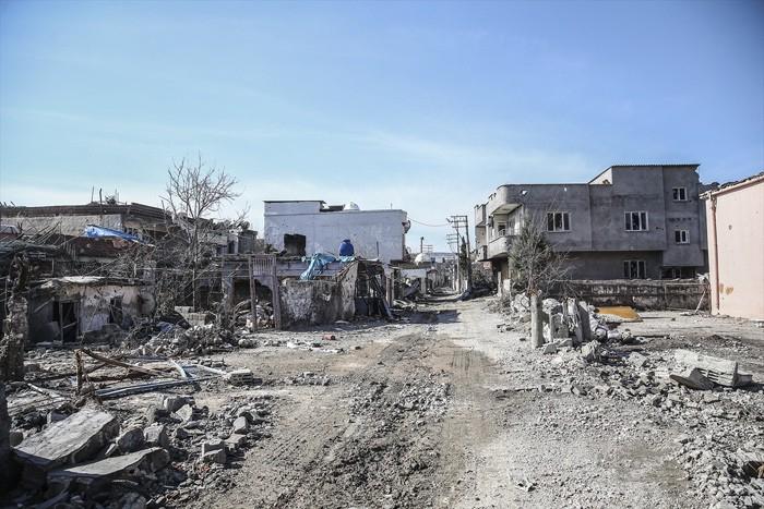 Çatışmaların Ardından Yıkık Bir Kent: Cizre 18