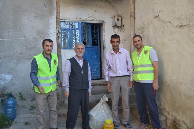 İzmir Öze Dönüş Yüksekova'da yardım çalışmalarına devam etti 1