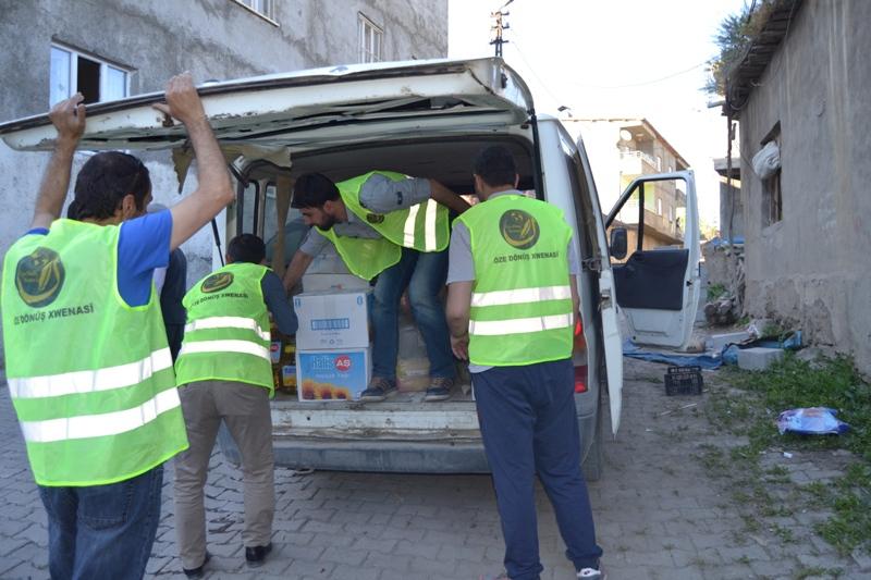 İzmir Öze Dönüş Yüksekova'da yardım çalışmalarına devam etti 2
