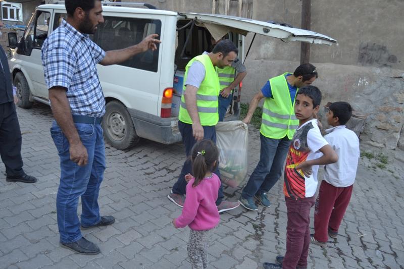 İzmir Öze Dönüş Yüksekova'da yardım çalışmalarına devam etti 3