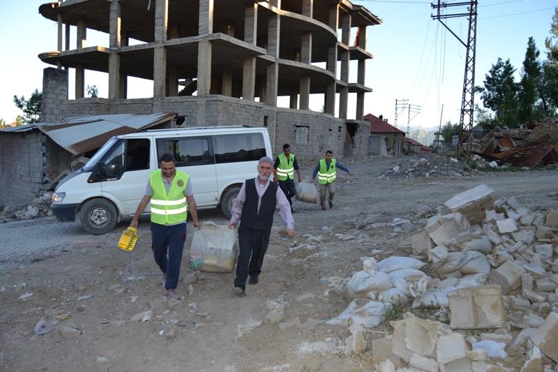 İzmir Öze Dönüş Yüksekova'da yardım çalışmalarına devam etti 7