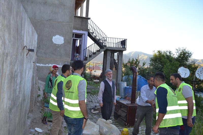 İzmir Öze Dönüş Yüksekova'da yardım çalışmalarına devam etti 9