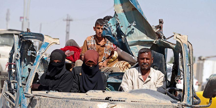 Fotoğraflara Musul'da sivillerin göçü