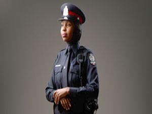Kanada'da başörtülü polislere özel üniforma