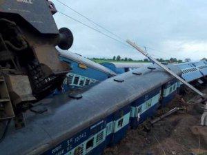 Trenler raydan çıktı: 24 ölü