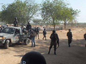 Kamerun'da bir köy yakılıp halkı kaçırıldı