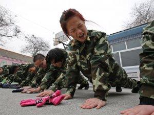 İnternet bağımlıları askeri kampa gönderiliyor
