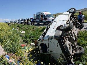Suriyelileri taşıyan minibüs kaza yaptı: 9 ölü